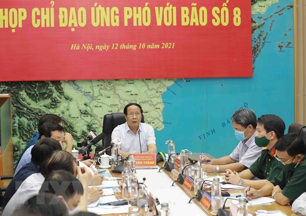 Заместитель премьер-министра Ле Ван Тхань: Обеспечение безопасности при эвакуации людеи из-за таифуна № 8 hinh anh 2
