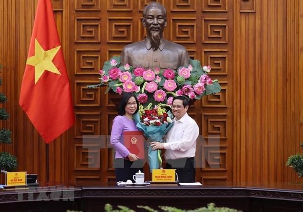 Премьер-министр вручает Решение о назначении Ву Вьет Чанг генеральным директором ВИА hinh anh 2