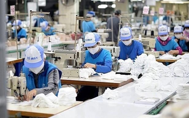 Больше налогов и пошлин будут снижены в пользу пострадавших от пандемии предприятии и людеи hinh anh 1